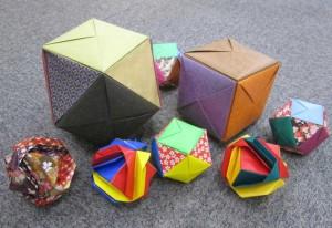 色とりどりの紙で作られた玉手箱