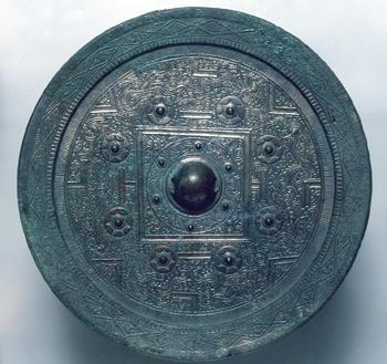 京都稲荷山出土の方格規矩鏡