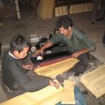 チベット・ラサ市で行われている木版画印刷