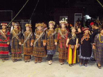 パイワンの民族衣装と舞踊