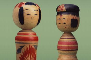 こけし         左:鳴子系/高橋勘治 作、右:弥治郎系/新山栄五郎 作