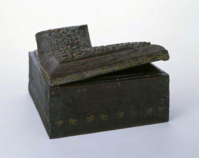 鳥紋木胎矩形盒