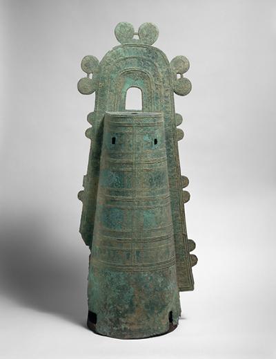 袈裟襷文銅鐸 出土地不詳 高さ114.5cm