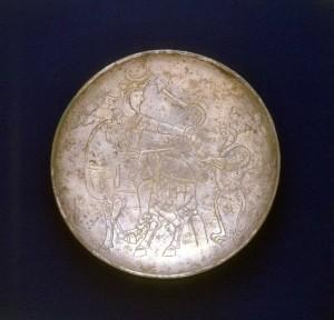 鍍金銀帝王狩猟文皿 イラン 7~8世紀