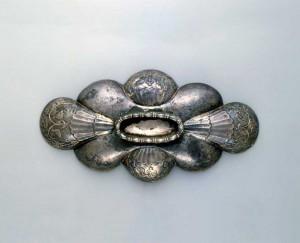 鍍金銀製聖樹水禽文八曲長杯