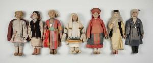 ロシアの民族衣装を着た風俗人形