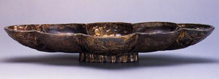 銀胎鍍金聖樹水禽文八曲長杯 イラン  6~7世紀 長 30.6cm
