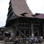 インドネシア ニアス島の舟形住居